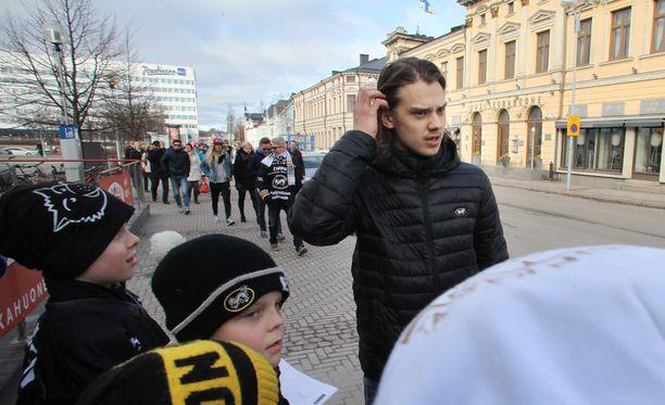 Kärppien Sebastian Aho ratkaisi finaalin lauantaina ja antoi nuorten MM-finaalissa syötön Suomen ainoaan maaliin.