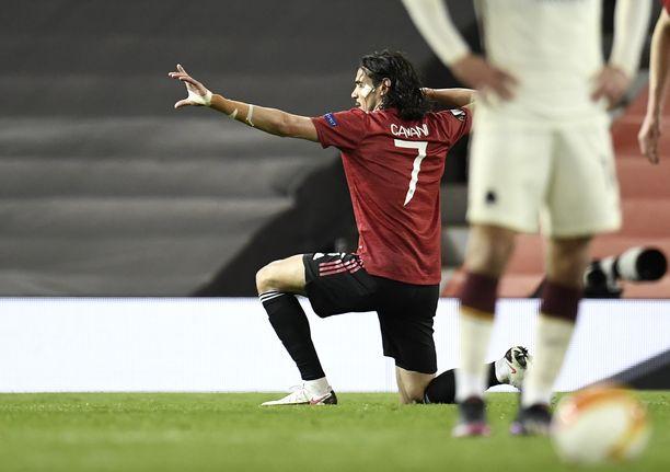 Edinson Cavani pääsi tekemään tavaramerkkituuletuksensa 3–2-maalin jälkeen.