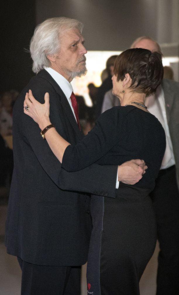 Presidentti Tarja Halosen mies Pentti Arajärvi kävi pikaisesti tanssilattialla.