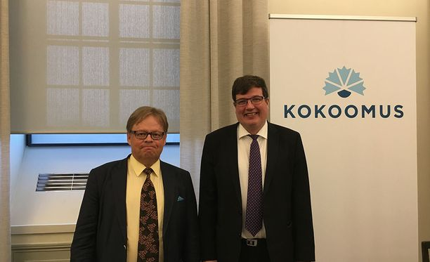 Juhana Vartiainen ja Arto Satonen esittelivät kokoomuksen sosiaaliturvamallia perjantaina. Kokoomuksen lähtökohtina ovat kannustinloukkujen purkaminen, eriarvoisuuden vähentäminen, työllisyysasteen nostaminen sekä kohtuulliset kustannukset.