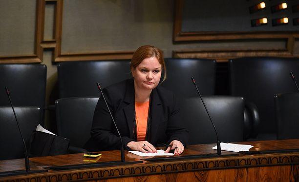 Krista Kiurun valiokuntatyö aiheuttaa närää.