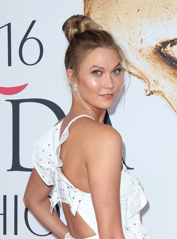 Malli Karlie Kloss viime vuonna CFDA Fashion Awards -gaalassa.