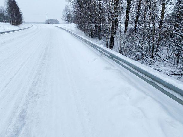 Onnettomuus tapahtui lauantaiaamuna Siikalatvalla Vaalantiellä.
