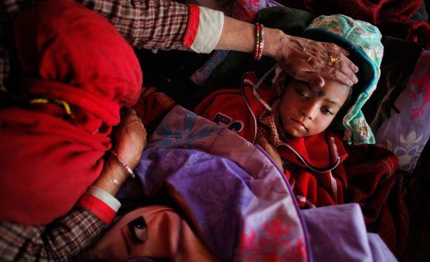 Kriisialueiden lapsia uhkaavat muun muassa köyhyys ja nälkiintyminen.