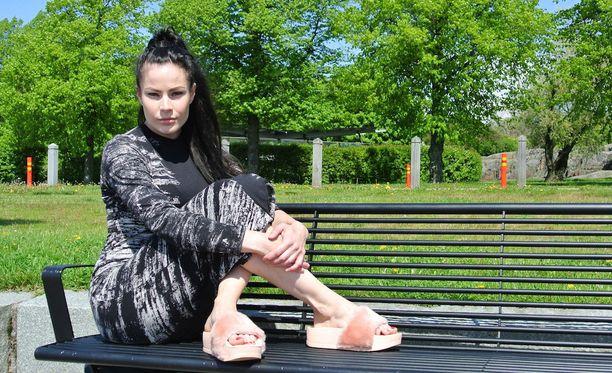 Juulian uusi kappale Mul oli ikävä mua on naisen kolmas julkaisu tulevalta debyyttialbumilta.