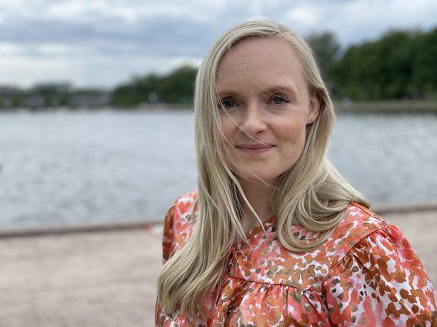 Maria Ohisalo kampanjoi lauantaina Helsingissä. Vihreiden puheenjohtaja ei kiertänyt pormestariehdokas Anni Sinnemäen kanssa.