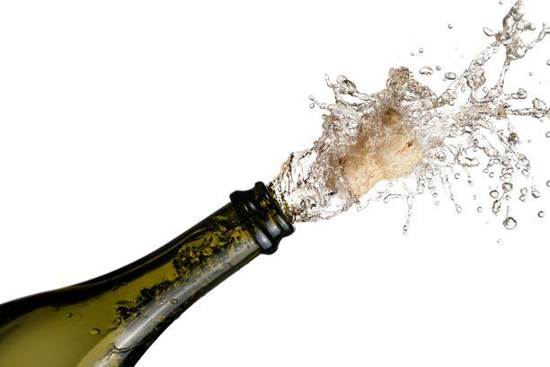 Samppanjalla juhlistetaan usein yrityksissä esimerkiksi uusia tilauksia.