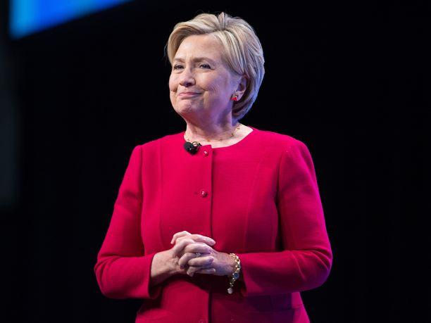Yhdysvaltain entinen ulkoministeri ja demokraattipuolueen vuoden 2016 presidenttiehdokas Hillary Clinton katsoo, että Donald Trump tulisi asettaa virkasyytteeseen.