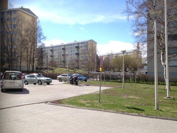 Koskelassa asuva Viveca Pitkänen järkyttyi, kun kuuli, että vuokra nousee ensimmäisen kerran jo kesällä.