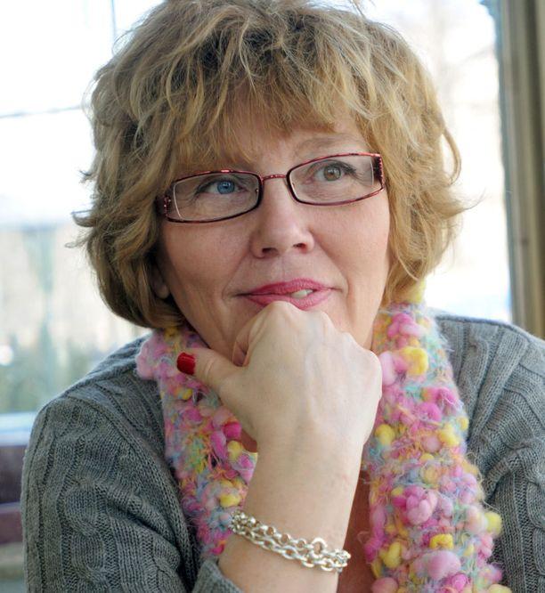 Psykologi Hannele Törrönen kaipaa ongelmaperheille konkreettista apua kotiin.