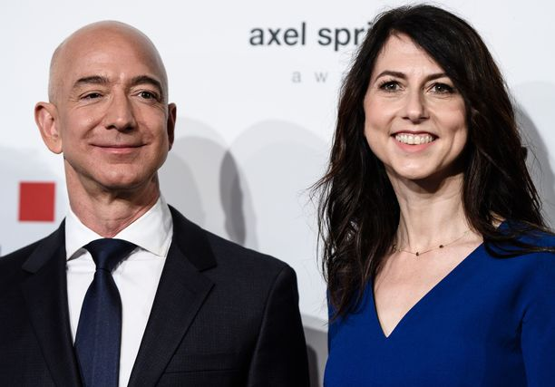 Jeff ja MacKenzie Bezos ilmoittivat erostaan keskiviikkona, koska Jeffin salasuhde oli tulossa julki lehdistön kautta.