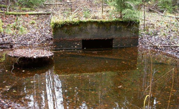 Tuna Hästbergin kaivoksessa käy paljon suomalaisia sukeltajia. Kuvassa kaivoksen kanava.