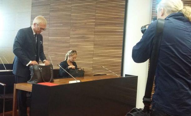 Laura Halminen katsoi, että kotietsintä ja takavarikot vaaransivat toimittajan lähdesuojan. Hän valitti käräjäoikeuden päätöksestä hovioikeuteen, joka käsitteli asiaa maanantaina.