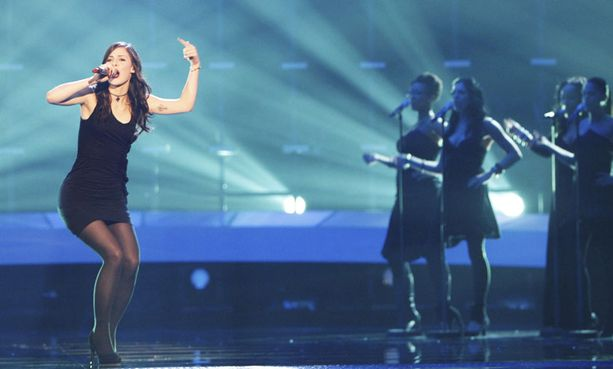 Lena lauloi Saksan viisuvoittoon.
