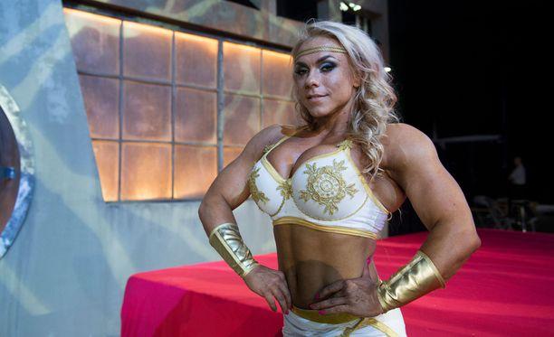 Minna Pajulahti on Barbi, ja naispuolisista Gladiaattoreista lihaksikkain. Minna on ammatiltaan lentoemo.