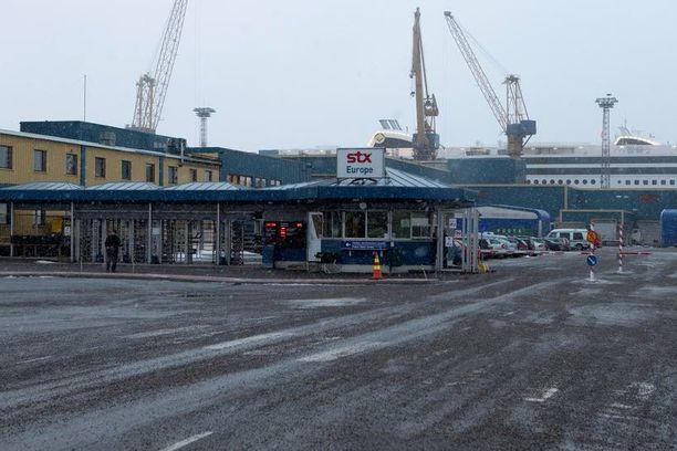 Meyer Werft sai Turun telakan HS:n mukaan käytännössä ilmaiseksi. Martin Saarikangas yllättää kertomalla, että hän tarjosi pari vuotta sitten STX:lle telakoista yhden euron. – Rahoituspaketti oli olemassa, mutta STX ei suostunut neuvottelemaan.