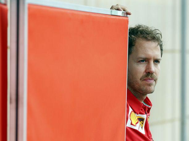 Sebastian Vettel on F1-nostalgikko, joka olisi halunnut ajaa sarjassa menneinä vuosikymmeninä. Tällä kaudella Vettel jopa muistuttaa ulkonäöltään 1980-luvun kuljettajia kasvatettuaan kunnon viikset.