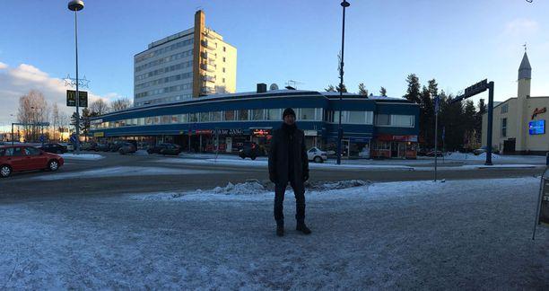 Antti Reini vierailee tapahtumapaikalla Hyvinkäällä.