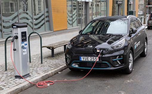 Sähköautot halpenevat lähivuosina roimasti — Norjassa jo yli puolet uusista autoista kulkee sähköllä