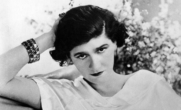 Coco Chanelilla oli rakastajana itseään 13 vuotta nuorempi natsiupseeri.