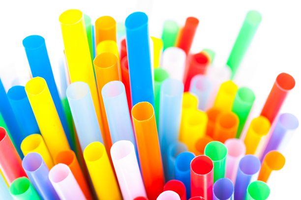 Kertakäyttöisistä muovipilleistä halutaan eroon koko EU:n alueella kolmen vuoden kuluttua.