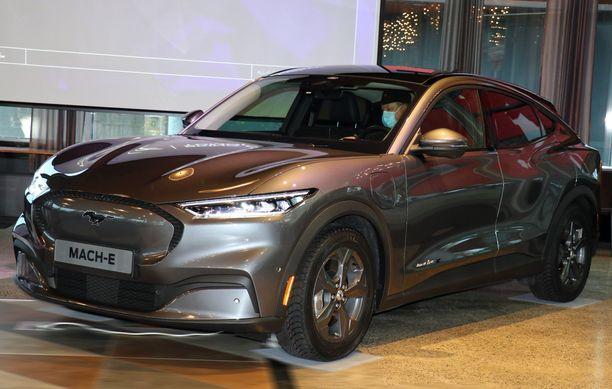 Sähkö-Mustangin pullistelevat muodot ovat myös linjakkaat.