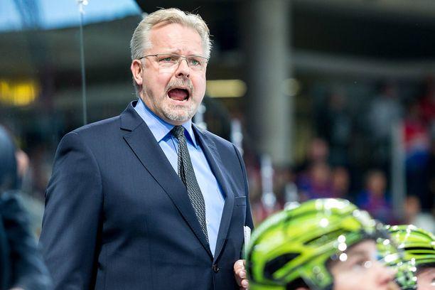 Kiekkovalmentaja Jari Pasasella on sopimus ensi kaudesta sekä tanskalaisseuran että Porin Ässien kanssa.