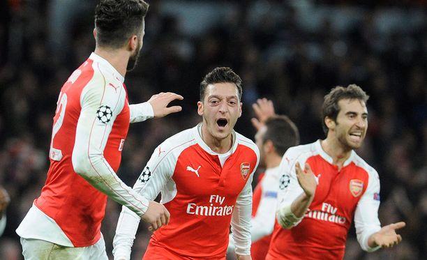 Mesut Özil pelaa väkevää syksyä.