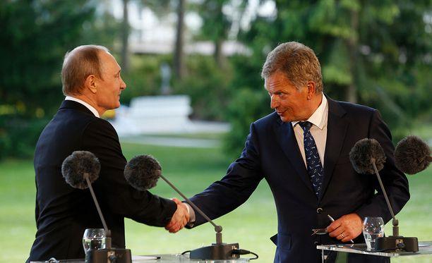 Vladimir Putin (vas.) ja Sauli Niinistö Naantalin Kultarannassa heinäkuussa 2016.
