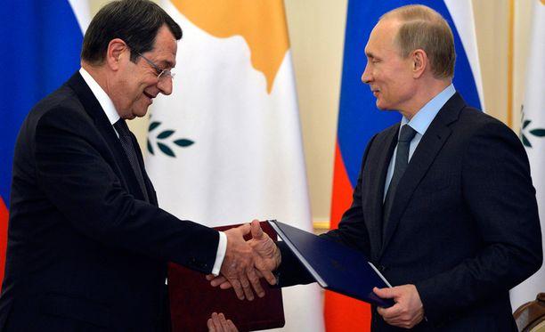 Kyproksen presidentti Nicos Anastasiades ja Putin solmivat sopimuksen keskiviikkona.