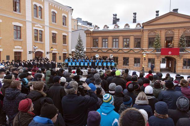 Joulurauhan julistus kerää joka vuosi suuryleisön.