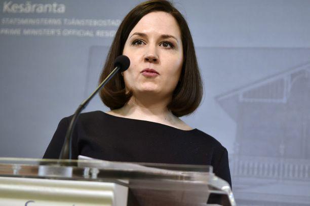 Opetusministeri Sanni Grahn-Laasonen tyrmistyi perhevapaauudistuksen kaatumisesta. Kuvituskuva.