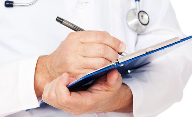 Vakuutuslääkäri voi olla eri mieltä potilasta hoitavan lääkärin kanssa.