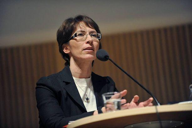 Kristillisdemokraattien puheenjohtaja Sari Essayah ei usko, että liitoissa tulisi jäsenkatoa, vaikka jäsenmaksujen verovähennysoikeuteen puututtaisiin.