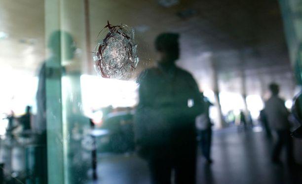 Ihmisoikeusjärjestö Human Rights Watchin tutkija Bonnie Doherty pitääkin käänteentekevänä kehitystä, jonka myötä aseiden käyttö muuttuu ihmisten hallinnasta koneiden hallinnaksi. Kuva Istanbulin lentokentältä terrori-iskun jälkeen.