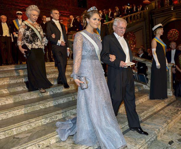 Vuonna 2015 prinsessa Madeleinen pukeutui vaaleaan sävyyn.