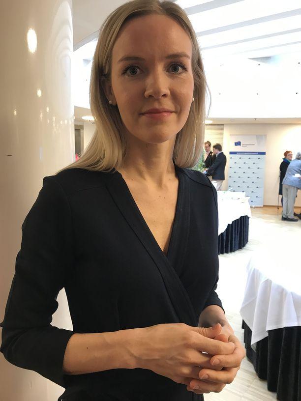 Kokoomuksen puoluevaltuuston puheenjohtaja Aura Sallan mukaan ulko- ja turvallisuuspolitiikkaa sekä talous- ja ilmastopolitiikkaa kannattaa hoitaa EU-tasolla.