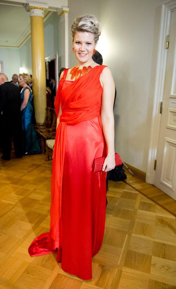 Vuoden 2012 itsenäisyyspäivän vastaanotolla Vikman pukeutui punaiseen.