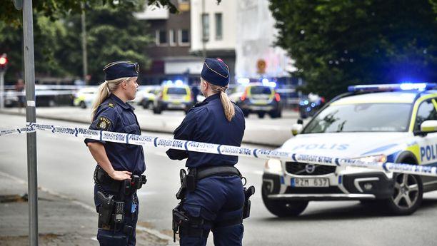 Poliisi epäilee, että ennen ryöstöä tapahtunut ampuminen oli ryöstäjien harhautusyritys. Kuvituskuva.