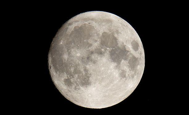 Ensimmäiset kuuturistit on tarkoitus lennättää kapselialuksella Kuun ympäri.