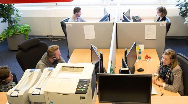 Lähes kolme neljäsosaa kuluttajille tehtyyn tutkimukseen vastanneista oli sitä mieltä, että puhelinmyynti häiritsee heidän yksityisyyttään ja puhelinmyyjät painostavat ostamaan tavaroita tai palveluita (kuvituskuva).