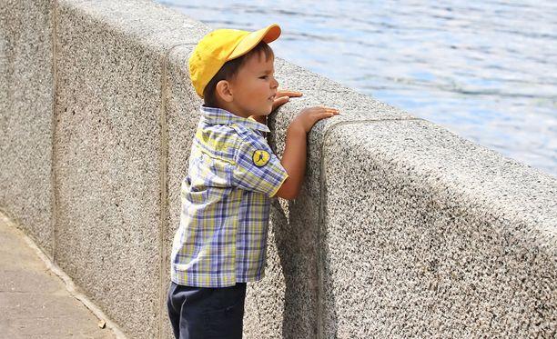 Jos lapsi katoaa, huuda, jotta tieto leviää nopeasti. Kuvituskuva.