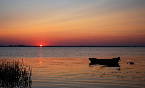 Tämä mielikuva voi auttaa nukahtamaan: makaat soutuveneen pohjalla ja näet ylläsi vain taivaan.