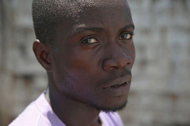 Mohammed Wah, 23, sairastui hoitaessaan veljenpoikaansa. Jopa 70 prosenttia sairastuneista surmaava virus on vienyt rakennustyömieheltä viisi läheistä.
