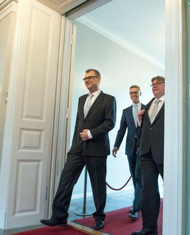 Juha Sipilä, Alexander Stubb ja Timo Soini Valtioneuvoston linnassa viime viikolla.