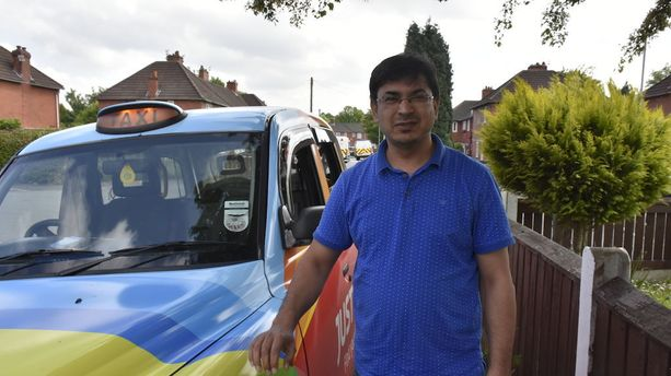Taksikuski Moazam Ali auttoi iskun uhreja ajamalla heitä sairaalaan.
