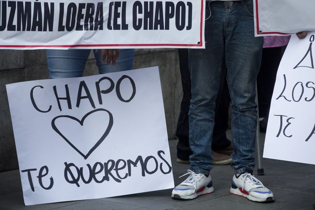 Tammikuussa Meksikossa osoitettiin mieltä El Chapon puolesta. Mielenosoittajien mielestä oikeudenkäyntiä ei olisi pitänyt järjestää Yhdysvalloissa.