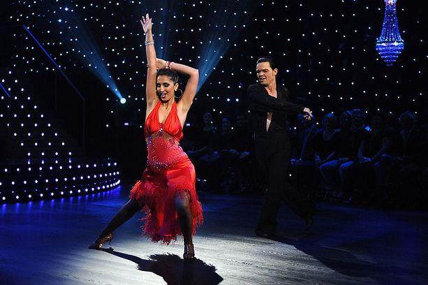 Nasima Razmyar on saanut vihaista palautetta osallistumisestaan tanssiohjelmaan.