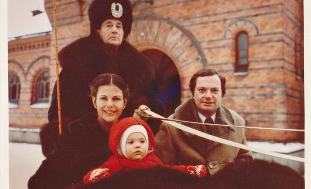 Kaarle XVI Kustaa, kuningatar Silvia ja kruununprinsessa Victoria joulukortissa vuonna 1978.