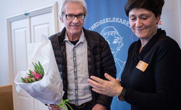 Ruotsalaistaiteilija Lars Vilks otti palkinnon vastaan Tanskassa.